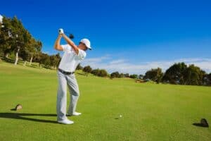 How to drive a golf ball