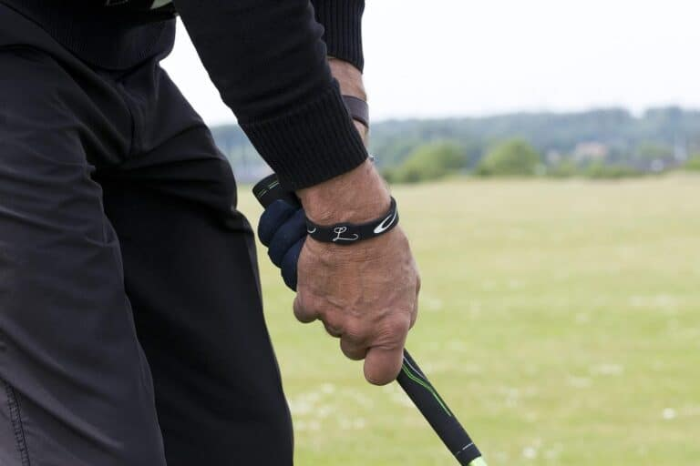 how to hold a golf club proper grip